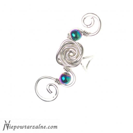 "Srebrny ear cuff ""Hematytowa Róża"""